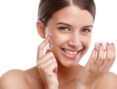 kobieta z ladna cera Goji cream   ефикасна терапија подмлађивања, ваша повратна информација